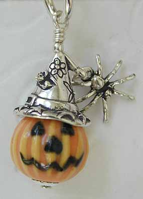 Witch-o-Lantern with Joan Miller Pumpkin bead